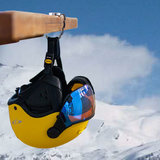 cp skihelm hanger aan tafel 3
